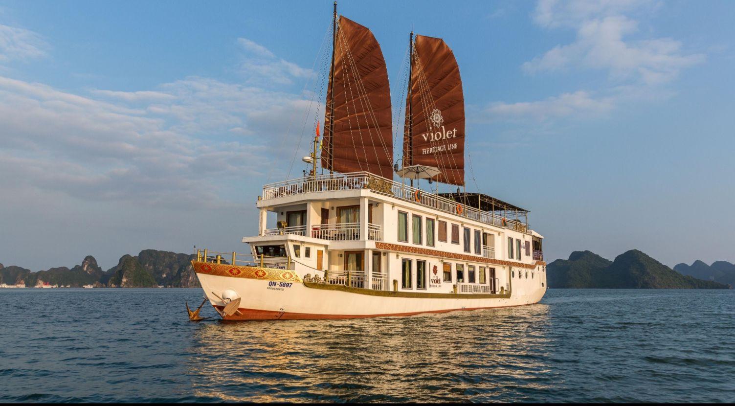 Heritage Line Violet Cruise